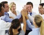 Was macht Arbeitgeber für junge Menschen attraktiv? Zwei Studien liefern eine klare Antwort, welche Faktoren die Arbeitgeberattraktivität entscheiden | von Gross ErfolgsColleg - Stefan F. Gross - Blog & News
