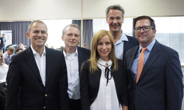 Die drei Initiatoren des Leadership-Tages Aalen, Dipl.-Kfm. Stefan F. Gross (1.v.l.), Prof. Dr. Arndt Borgmeier (4.v.l.) und B.Sc. Tamara Stamerra (Mitte), gemeinsam mit Prorektor Prof. Dr. Heinz-Peter Bürkle (2.v.l.) und Herrn Wolfgang Weiß, Leiter der Wirtschaftsförderung der Stadt Aalen (rechts)