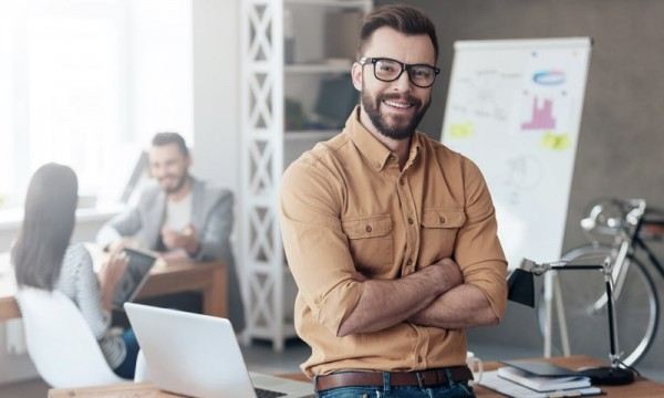 """Was macht Menschen bei der Arbeit glücklich? Im Rahmen des """"World Happiness Report 2017"""" hat sich das """"Centre for Economic Performance"""" der renommierten London School of Economics dieser Frage angenommen, mit der aktuellen Studie """"Happiness at Work"""". Das Gross ErfolgsColleg nennt die zentralen Ergebnisse."""